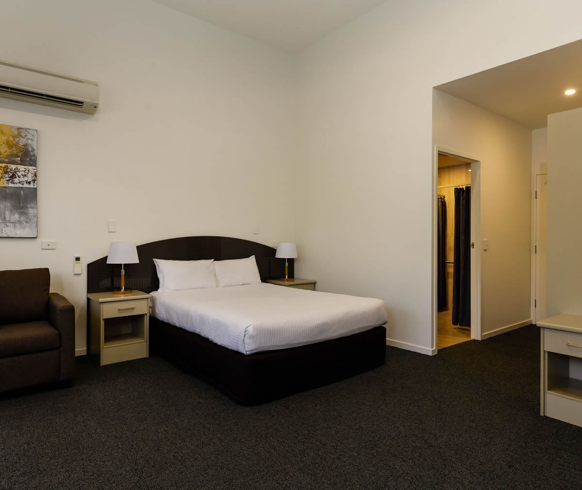 Waterloo Bay Hotel - Apartment Accommodation - Berrima Queen Apartment 12
